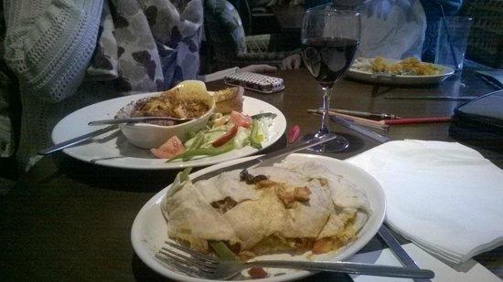 The Titan Hungry Horse and Hotel: Lasagne, wine & burrito