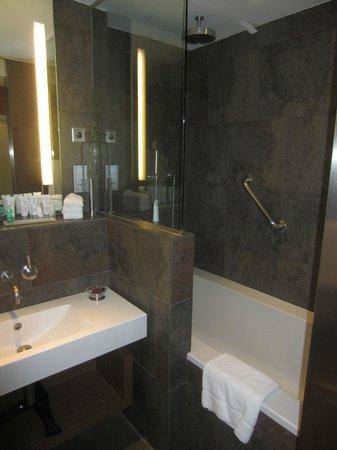 Le Meridien Barcelona : Bathroom
