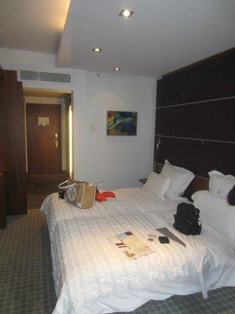 Le Meridien Barcelona : Beds in room