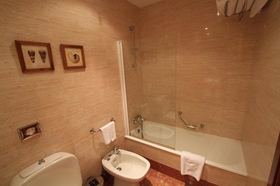 Vincci Granada Hotel : Bathroom