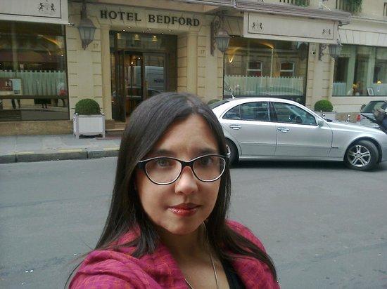 Bedford Hotel: Frente al hotel