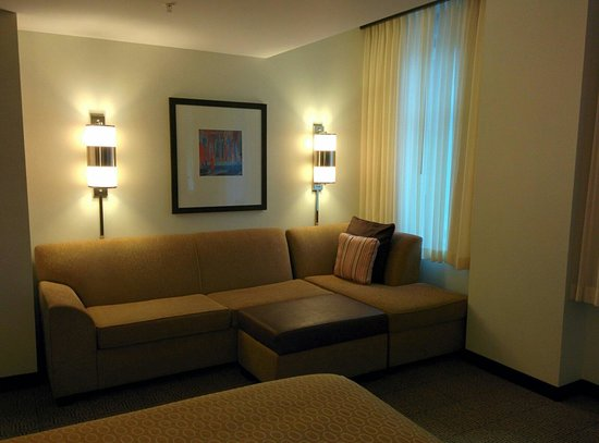 Hyatt Place Des Moines Downtown: Pullout couch