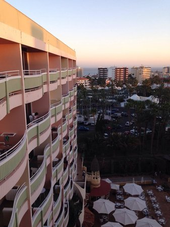 IFA Buenaventura Hotel: From room 857 you can see the pool and in the distance the sea