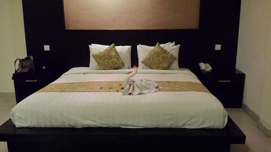 Bali Ayu Hotel: The main bed