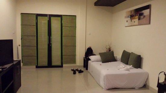 Bali Ayu Hotel: Entrance + sofa bed