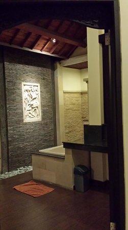 Bali Ayu Hotel: Lovely bathroom
