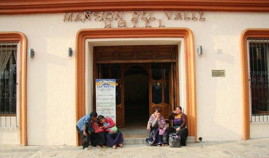 Mansion del Valle: Entrance