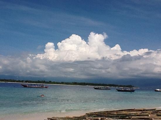 Laguna Gili Beach Resort: vue de la plage du Laguna