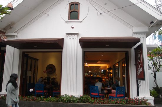 Rumah Mode Factory Outlet Cafe At