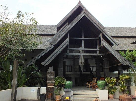 Rainforest Boutique: 1er bâtiment avec chambres supérieures/luxe donnant sur la 1ère piscine