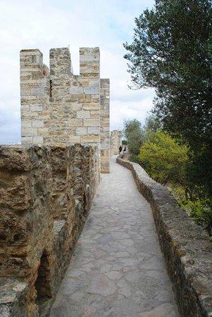 Castelo de Sao Jorge : stroll along the ramparts