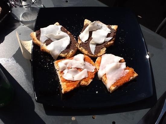 S'a di d'anda: bruschette pate di olive con lardo