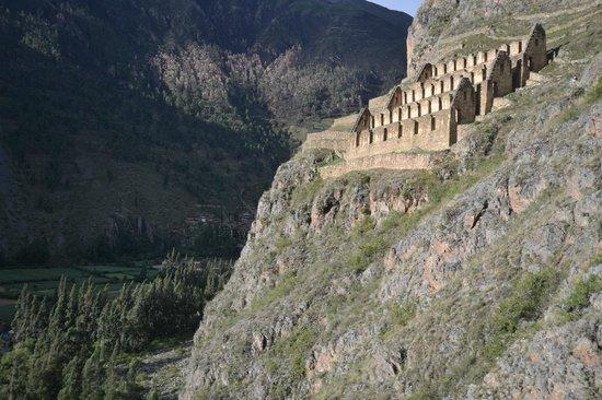 Pinkuylluna Mountain Granaries: Горные зернохранилища инков