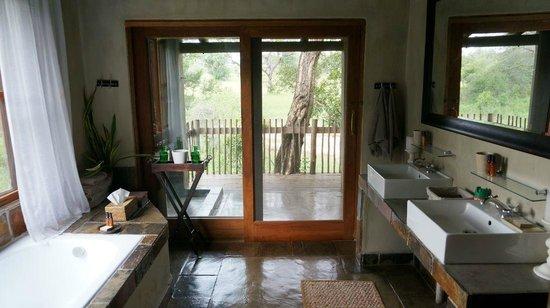 Notten's Bush Camp: Bathroom view