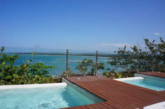 Casa Colonial Beach & Spa: View from infinity pool / Veranda Restaurant