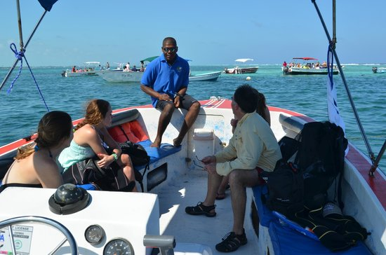 Belize Diving Adventures: Everette teaching us before the first open water dive