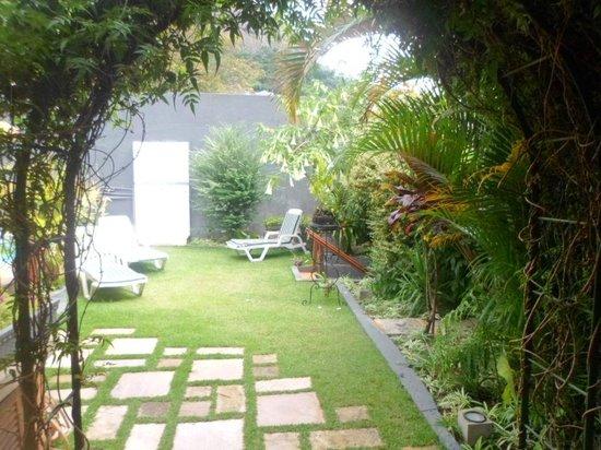 Pousada Morada Das Flores: Jardim !!!