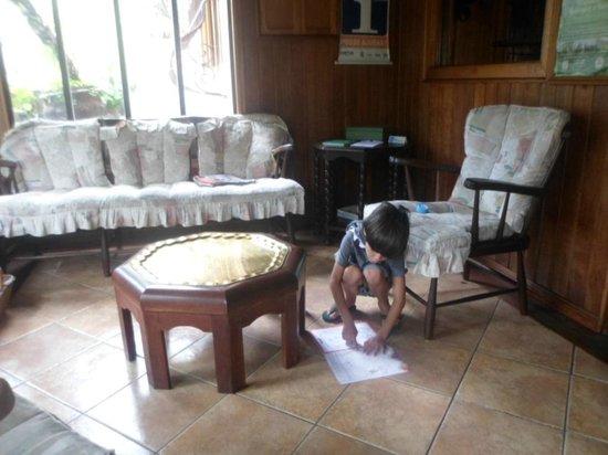 Pousada Morada Das Flores: Sala de estar !!