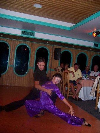 CaboRey Luxury Dinner Cruise : dancers 1