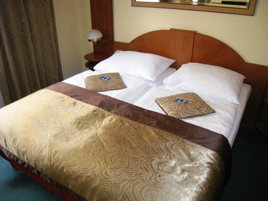 EA Hotel Royal Esprit: Kamer