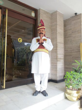 Hotel Clarks Varanasi: ドアマンの民族衣装がいい