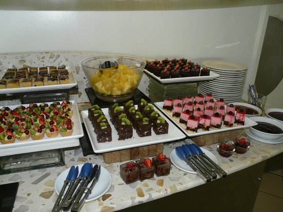 Airways Hotel : Selection of desserts