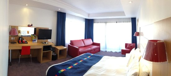 Park Inn by Radisson York: Family Room, sofa converts to a double bed