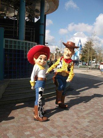 Disney's Hotel Cheyenne : jessie and woody in walt disney studios