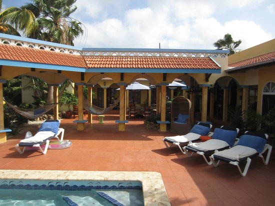 GOOOD Resort: outside area