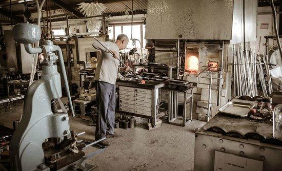 Glasform: John Ditchfield working with glass from the furnace.