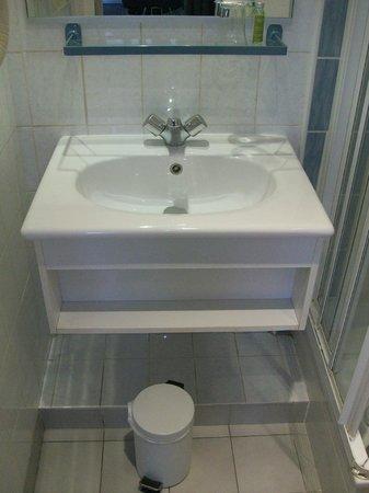 Hotel L'interlude: il lavandino del bagno