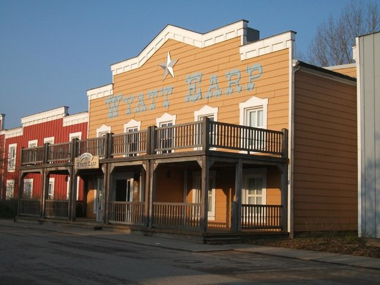 Disney's Hotel Cheyenne : wyatt earp room block