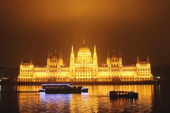 art'otel budapest: Ночной парламент