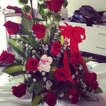 Hotel Riu Palace Bavaro: Birthday flowers