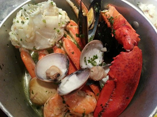 Bubba Gump Shrimp Co.: Steamed Shellfish: steamed mussels, clams, snow crab, lobster claw and shrimp
