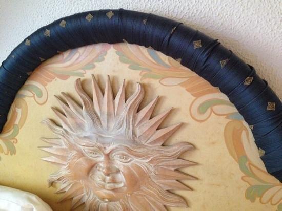Albergo del Sole Al Pantheon : particolare della testiera del letto