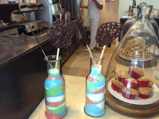 Live Aqua Cancun All Inclusive: Dark chocolate lollipops at the cafe!