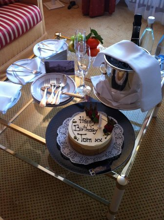 Pontresina, Schweiz: The Most Delicious Birthday Cake I've Ever Had!
