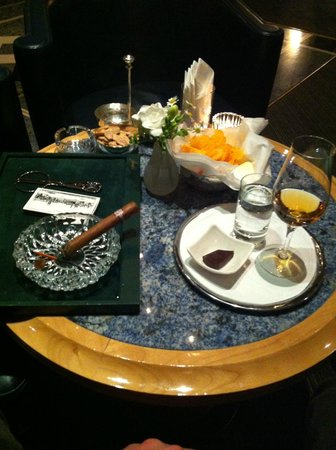Grand Hotel Kronenhof: Beautifully Presented Cuban Cigars in the Bar