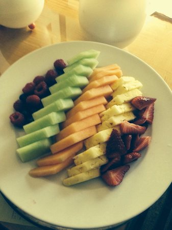 Renaissance Orlando Airport Hotel: Fruit plate