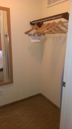 Hyatt House Dallas/Uptown: Lots of closet space
