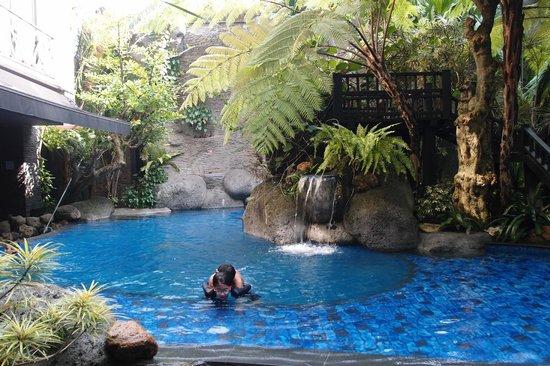 Amaroossa Bandung: (tiny) pool