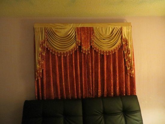 "River Oak Inn & Restaurant: ""Bollywood"" style curtains"