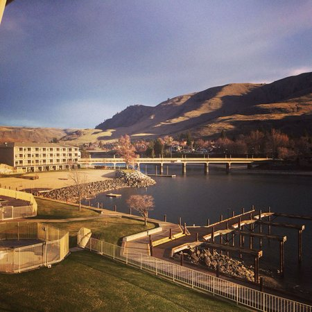 Campbell's Resort on Lake Chelan: Lake Chelan ~ 4/1/2014