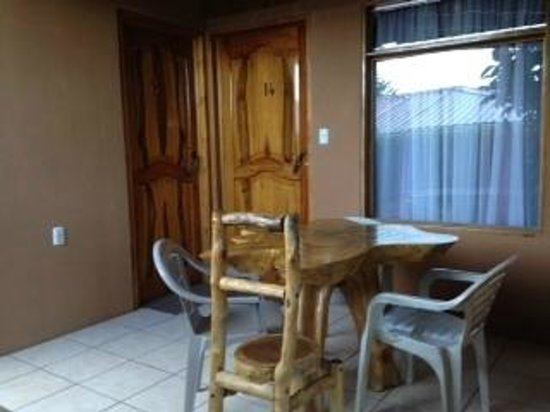 Monteverde Rustic Lodge : Patio outside Room 14