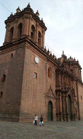 Catedral del Cuzco o Catedral Basílica de la Virgen de la Asunción: amazing work on the facade