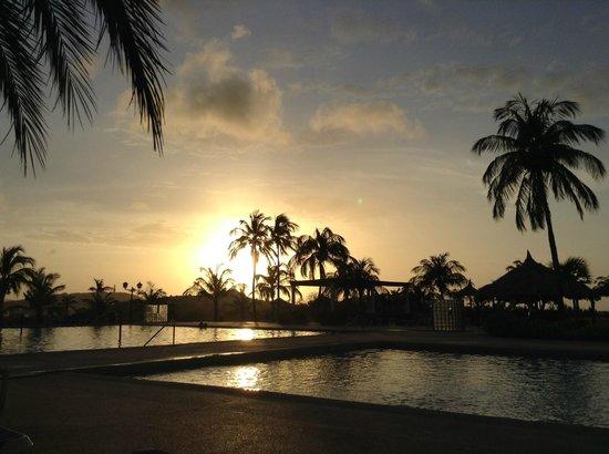 Hesperia Isla Margarita: un atardecer en la zona de pileta imperdible