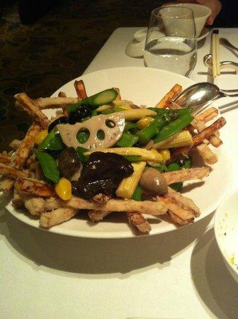 Shang Palace : poêlée de pois gourmands aux champignons, taro et patate douce