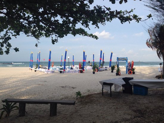 Bintan Lagoon Resort: Evening dinner buffet on the beach