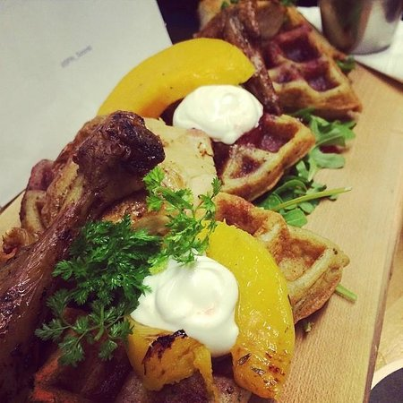SPiN Toronto : Chicken and waffles